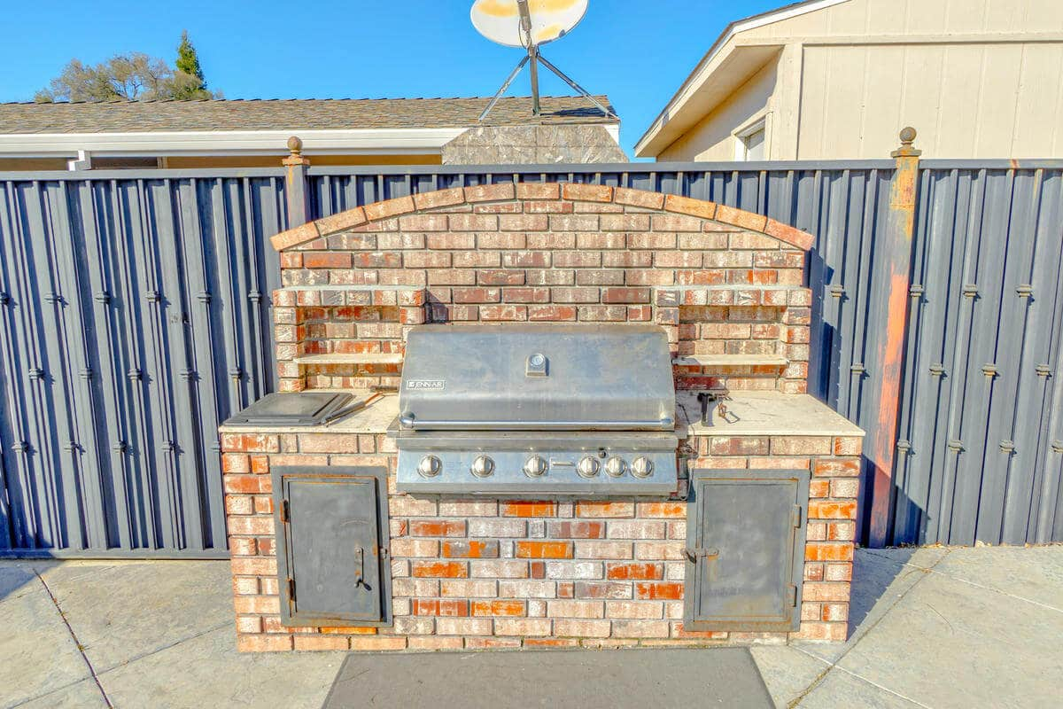 4800 Auburn Folsom Rd 027 028 BARBEQUE 1 MLS Size - Gallery